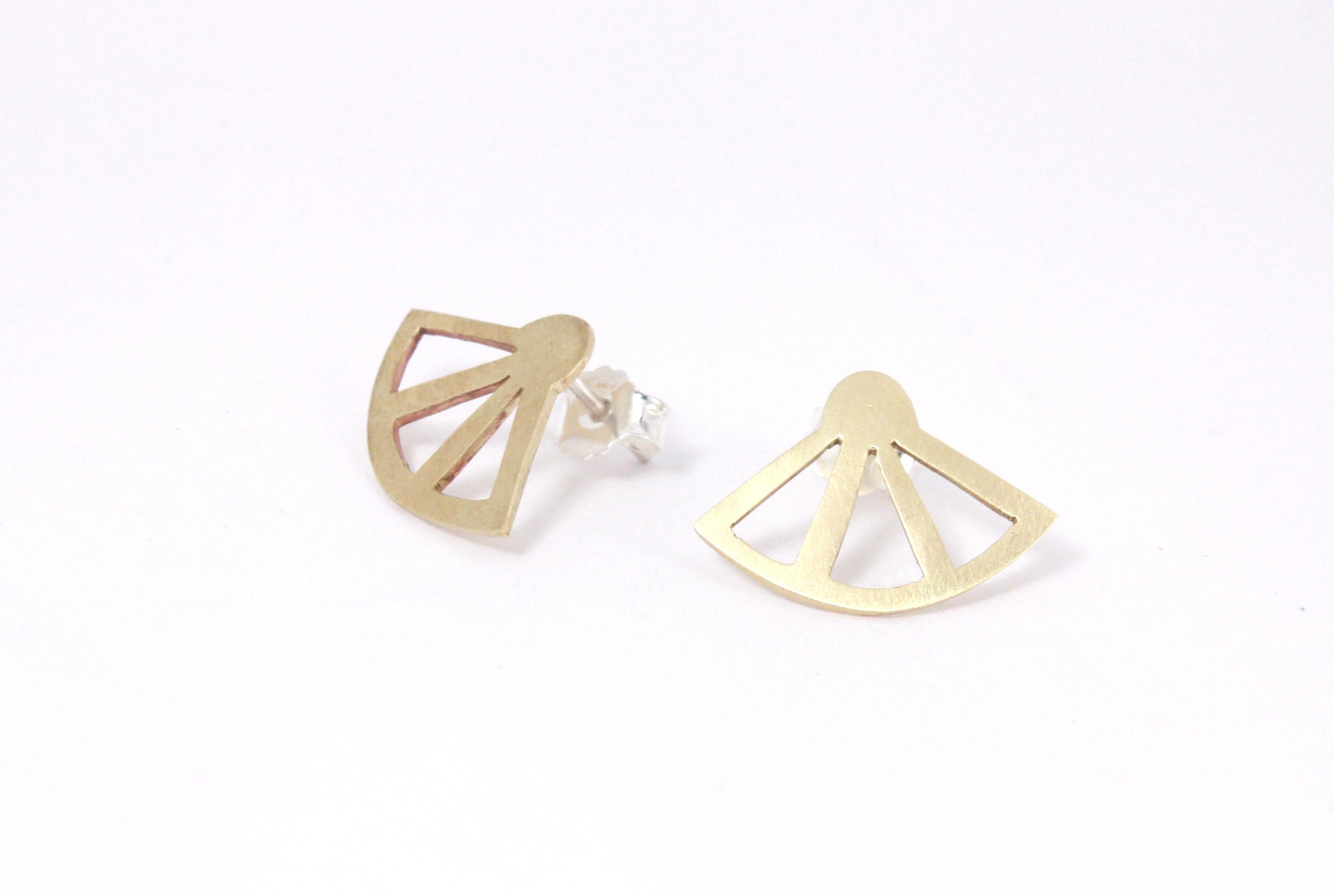 boucles pour oreilles percées en laiton réalisée en cours de bijou à lyon